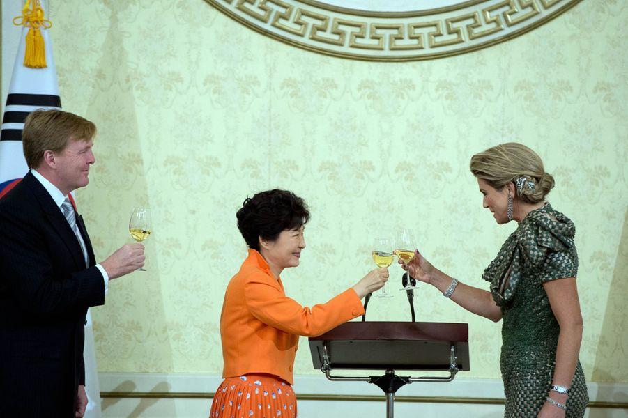 Le roi Willem-Alexander des Pays-Bas et la reine Maxima lors du banquet offert par Park Geun-hye à Séoul, le 3 novembre 2014