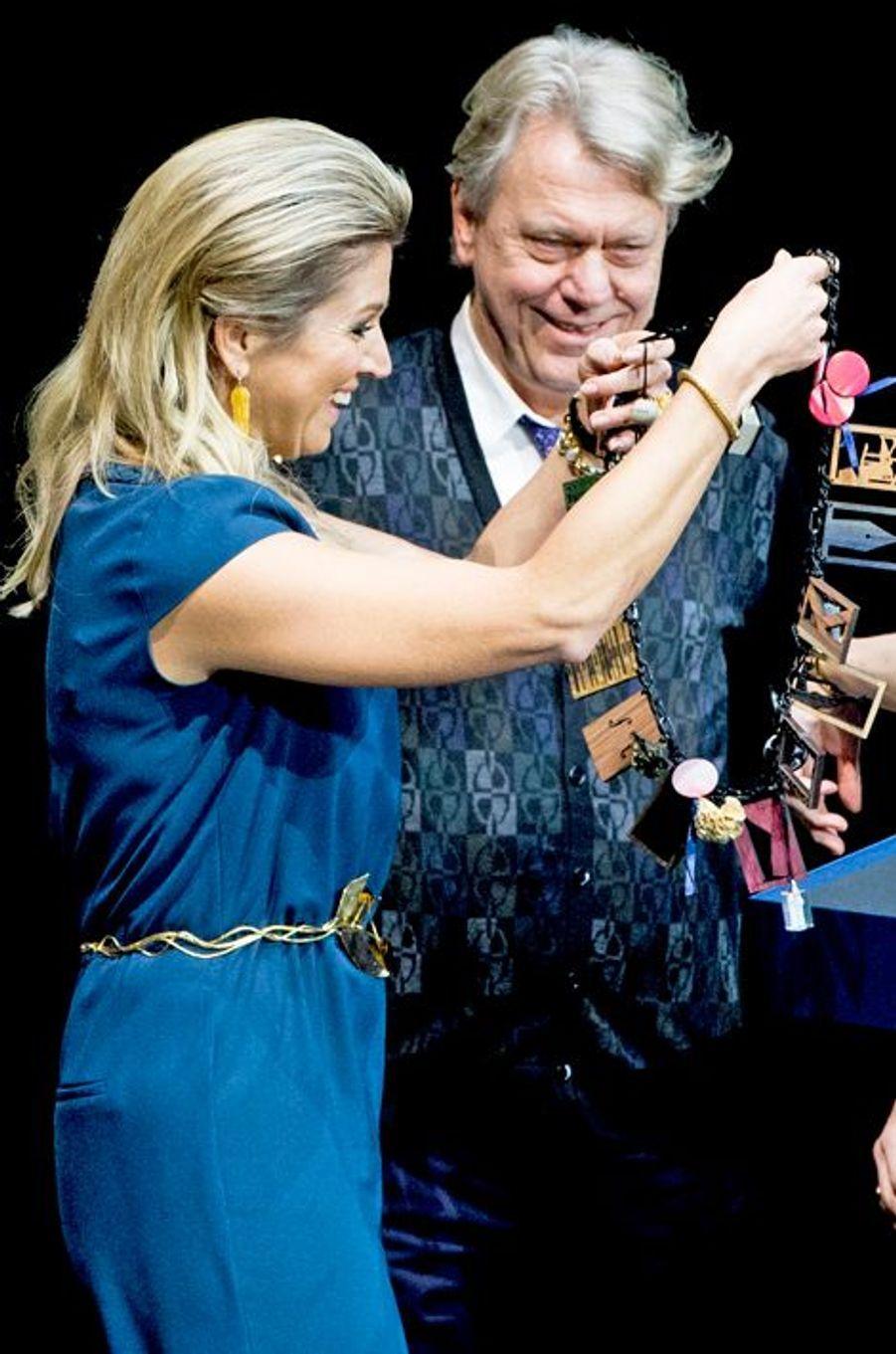 La reine Maxima des Pays-Bas remet le Prince Bernhard Culture Price 2014 à Johan Simons à Amsterdam, le 1er décembre