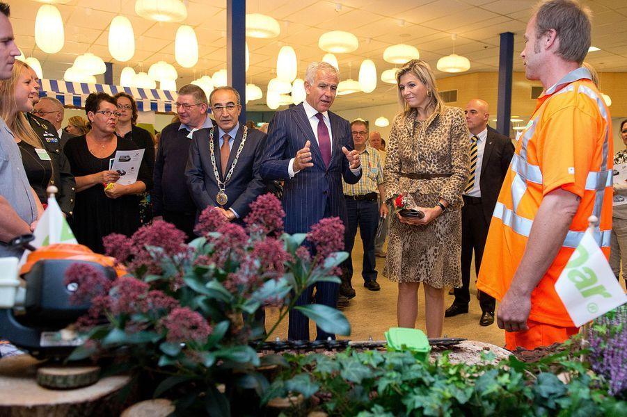 La reine Maxima des Pays-Bas visite une agence de placement social à Nimègue, le 7 octobre 2014
