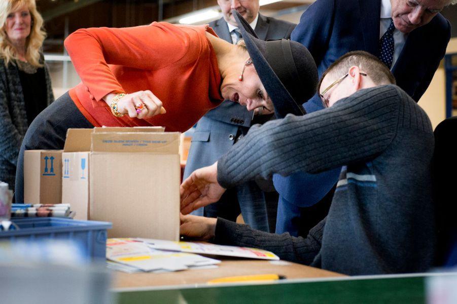 Maxima et Willem-Alexander visitent un centre de réinsertion par le travail à Stadskanaal, le 17 février 2015