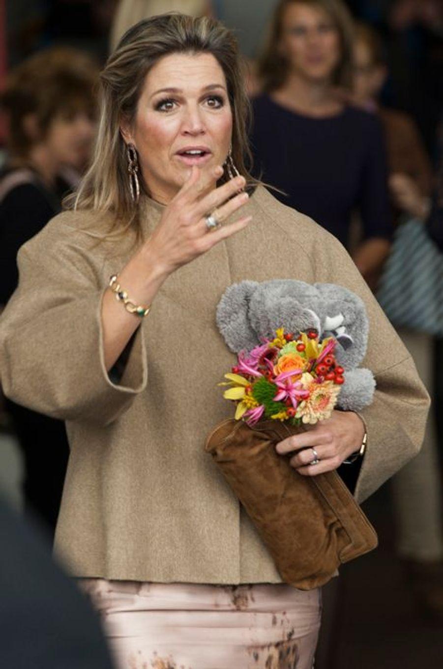 La reine Maxima des Pays-Bas rencontre des petits malades atteints d'un cancer rare de l'enfant et leurs frères et soeurs, à Amsterdam, le 12...