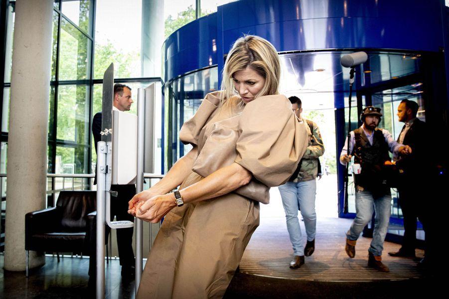 La reine Maxima des Pays-Bas en visite dans un hôpital d'Amsterdam, le 26 mai 2020