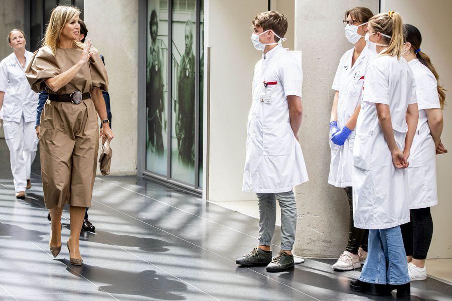 La reine Maxima des Pays-Bas dans un hôpital à Amsterdam, le 26 mai 2020