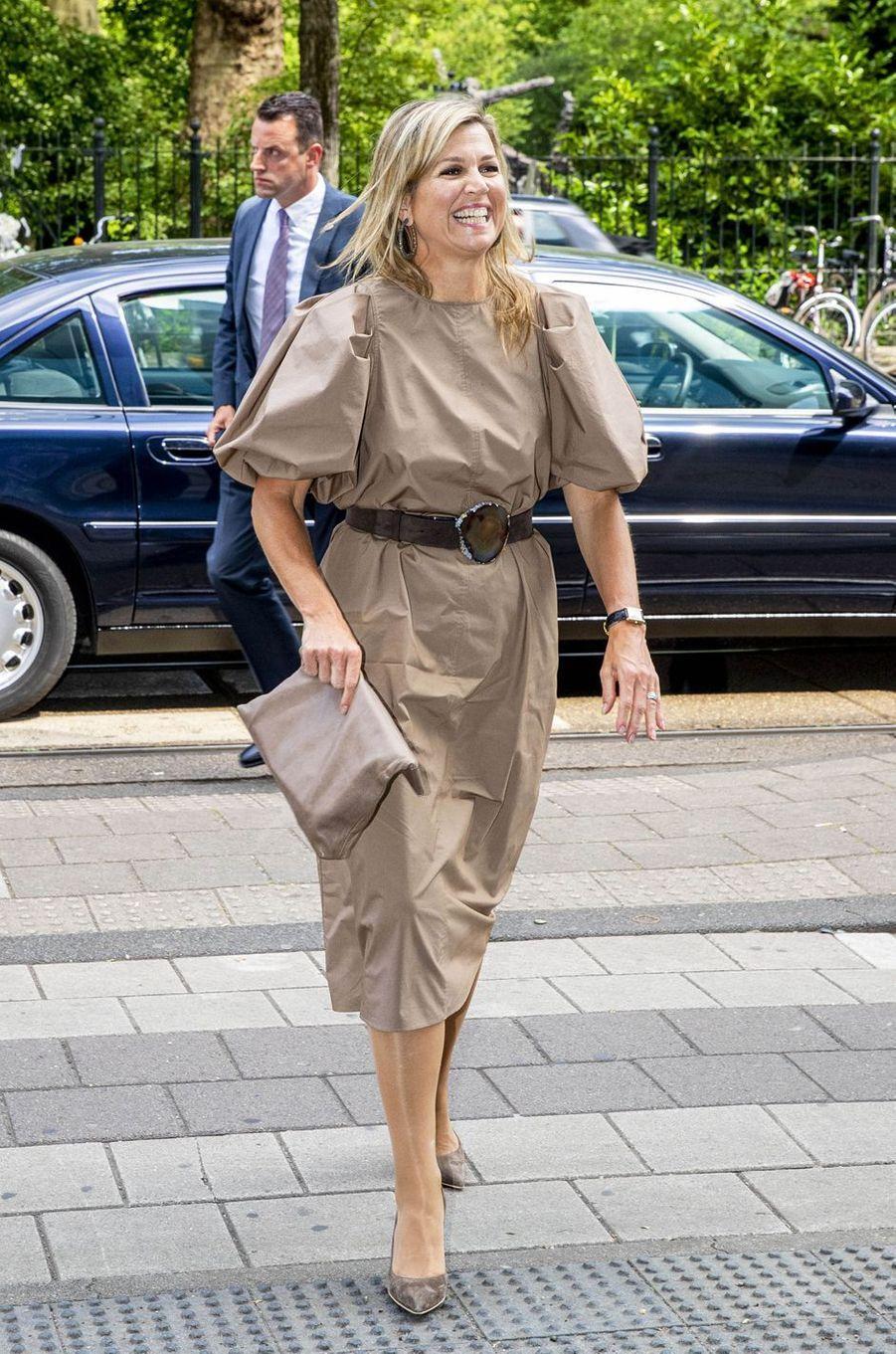 La reine Maxima des Pays-Bas dans une robe H&M à Amsterdam, le 26 mai 2020