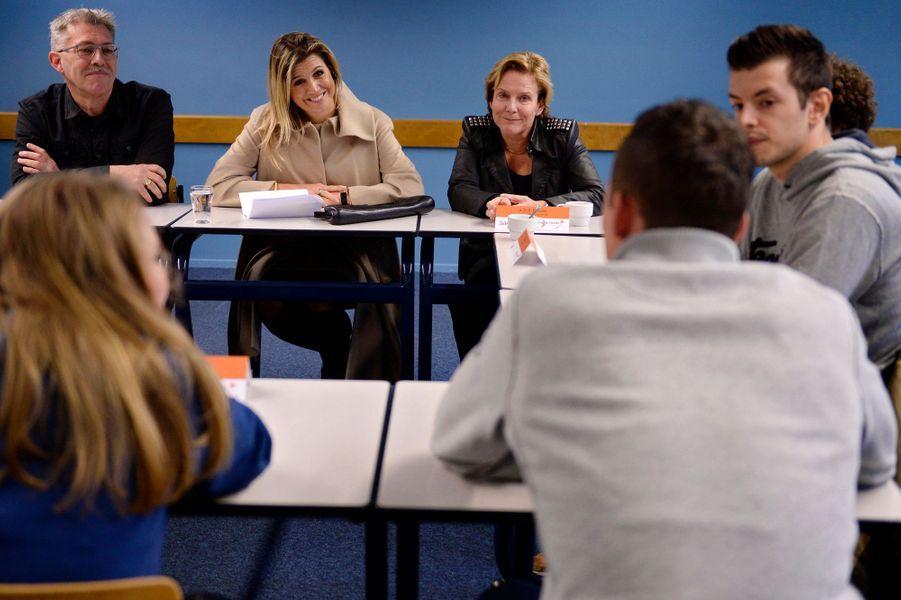 La reine Maxima des Pays-Bas dans un collège où des bénévoles aident des jeunes en décrochage scolaire à Leeuwarden, le 2 décembre 2014