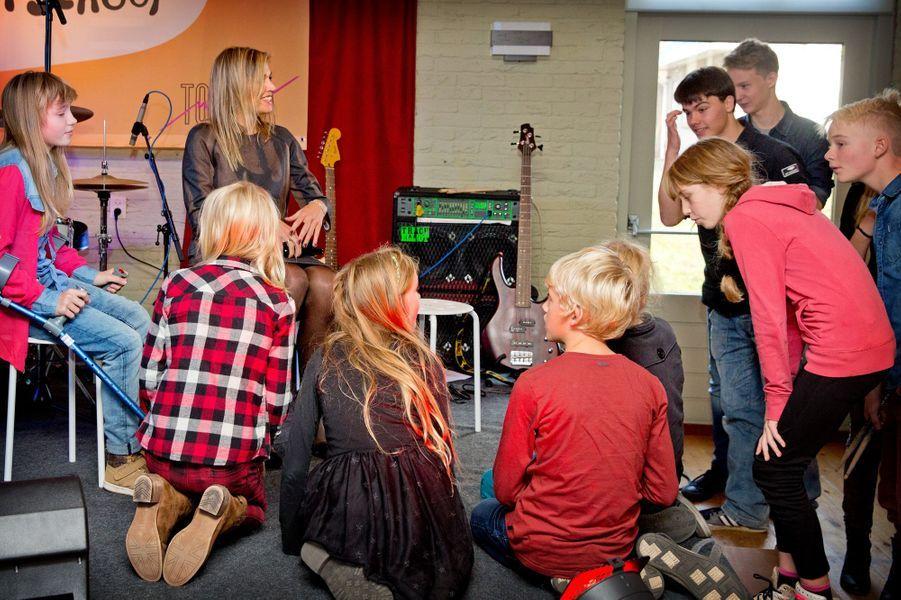 La reine Maxima des Pays-Bas visite une école à Garmerwolde où est appliqué le programme PowerPlay, le 6 novembre 2014