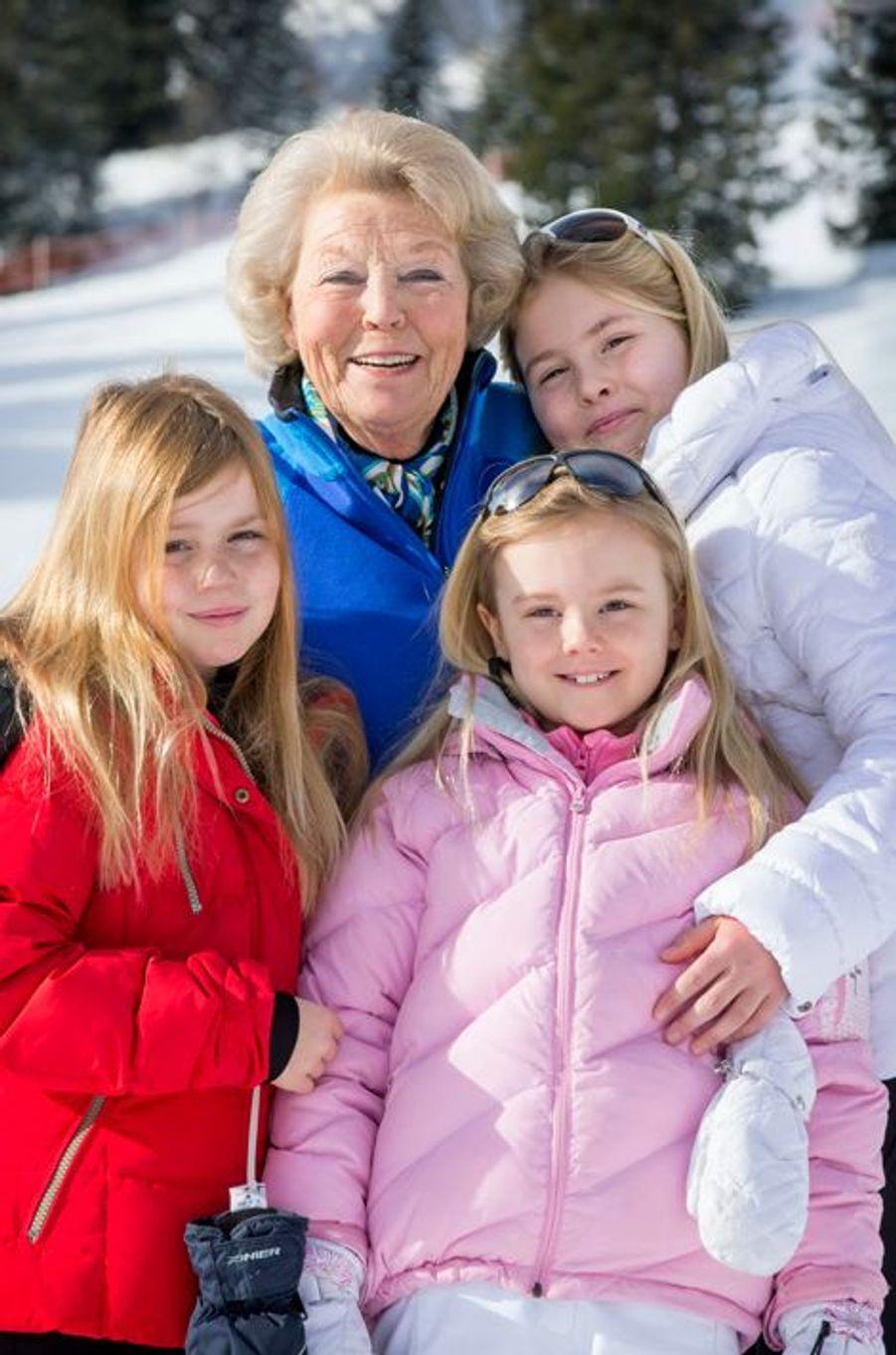 L'ex-reine Beatrix avec ses petites-filles à Lech, le 23 février 2015
