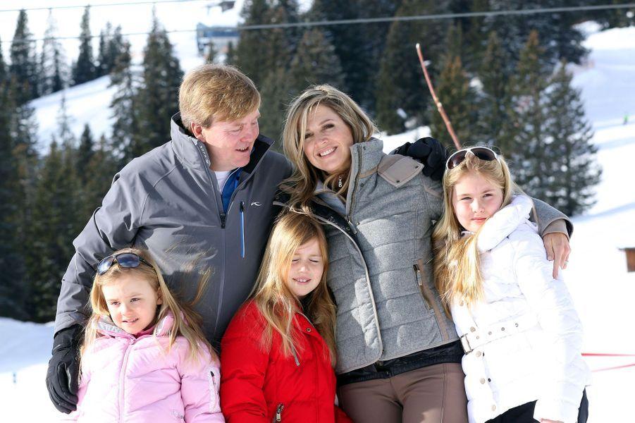 La reine Maxima et le roi Willem-Alexander avec leurs filles à Lech, le 23 février 2015