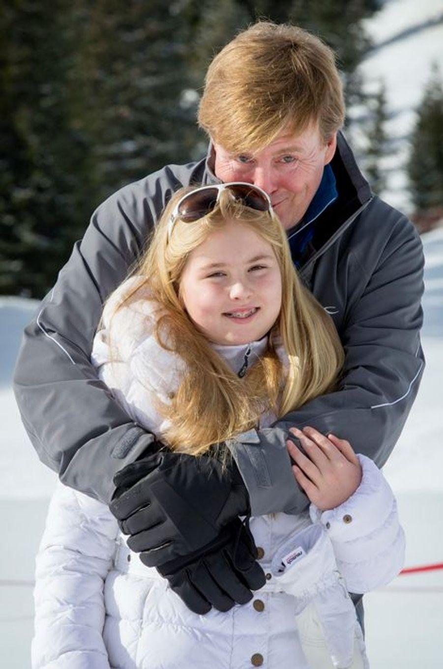 Le roi Willem-Alexander et sa fille aînée la princesse Catharina-Amalia à Lech, le 23 février 2015