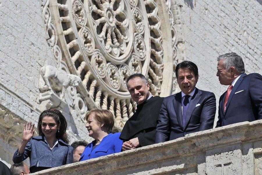 La reine Rania et le roi Abdallah II de Jordanie avec Angela Merkel, le père Mauro Gambetti et Giuseppe Conte à Assise, le 29 mars 2019