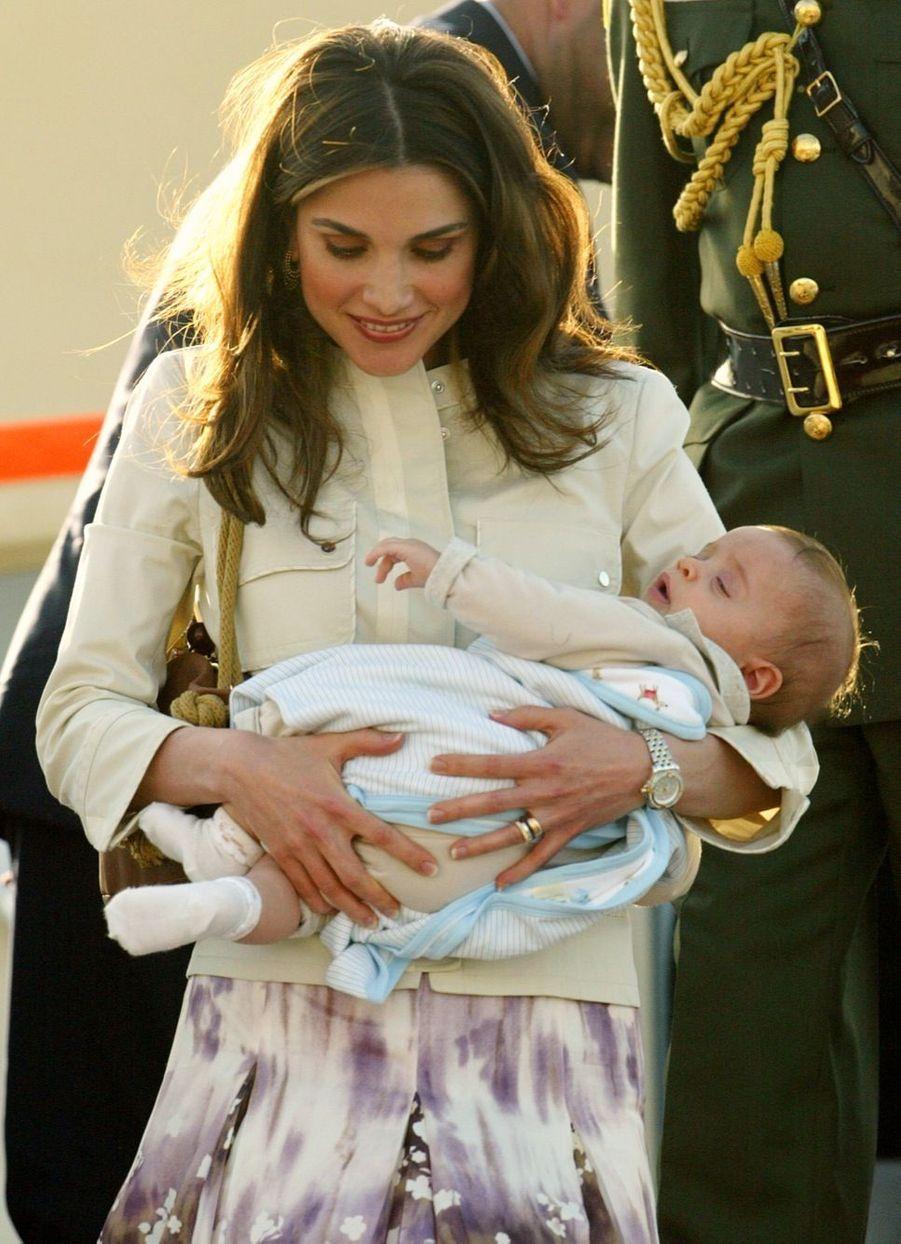 Rania avec le prince Hashem en 2005