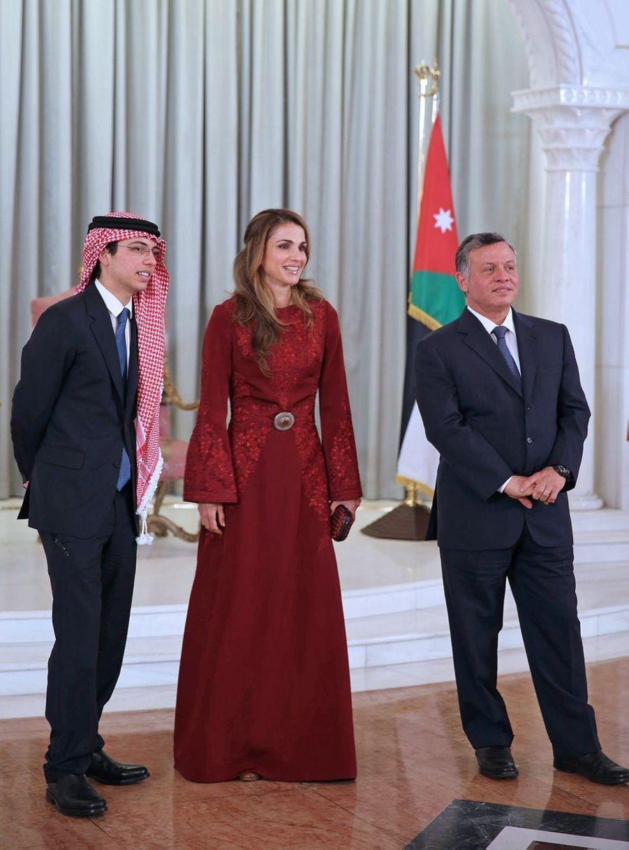 Rania avec le roi Abdallah et le prince Hussein en 2013
