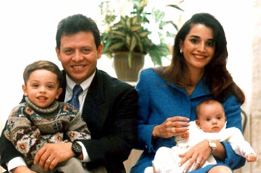 Rania avec le roi Abdallah et le prince Hussein et la princesse Iman en 1996