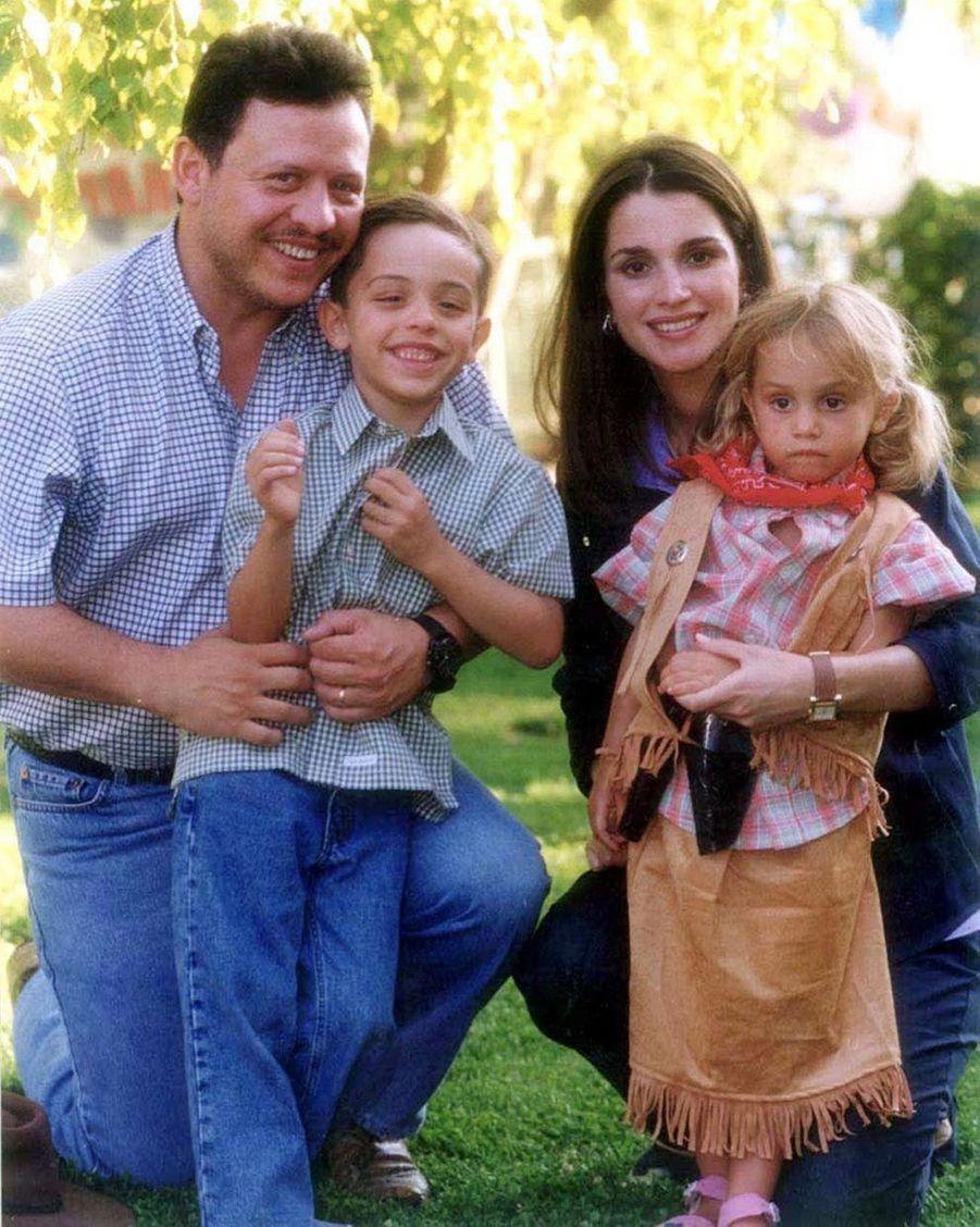 Rania avec le roi Abdallah et le prince Hussein et la princesse Iman en 2000
