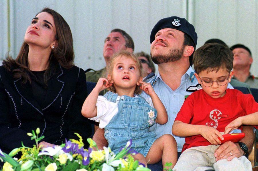 Rania avec le roi Abdallah et le prince Hussein, la princesse Iman en 1999