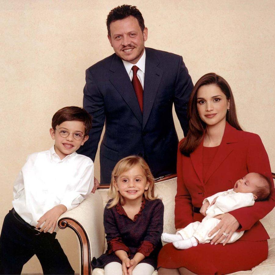 Rania avec le roi Abdallah et le prince Hussein, la princesse Iman, la princesse Salma en 2000