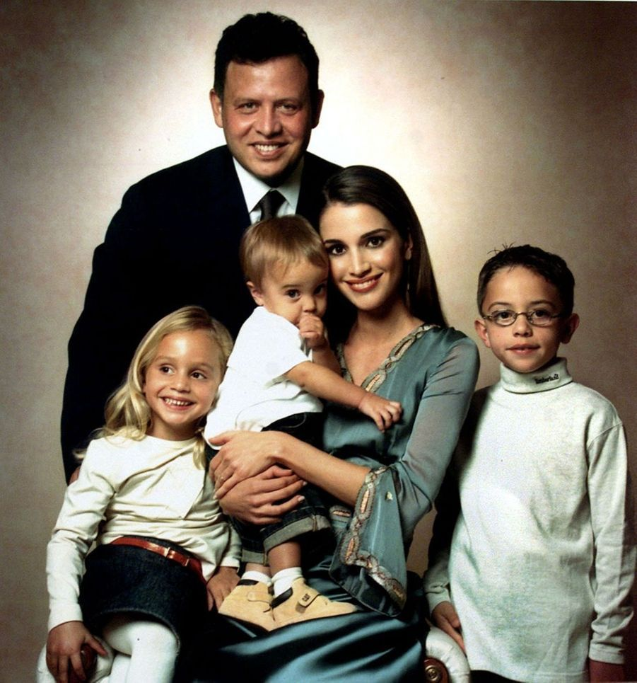 Rania avec le roi Abdallah et le prince Hussein, la princesse Iman, la princesse Salma en 2001