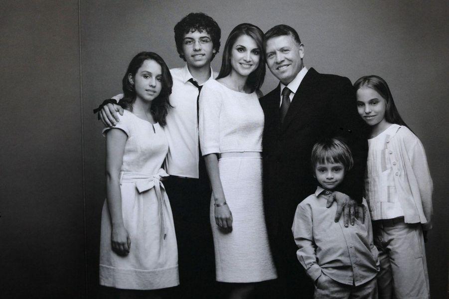 Rania avec le roi Abdallah et le prince Hussein, la princesse Iman, la princesse Salma et le prince Hashem en 2011