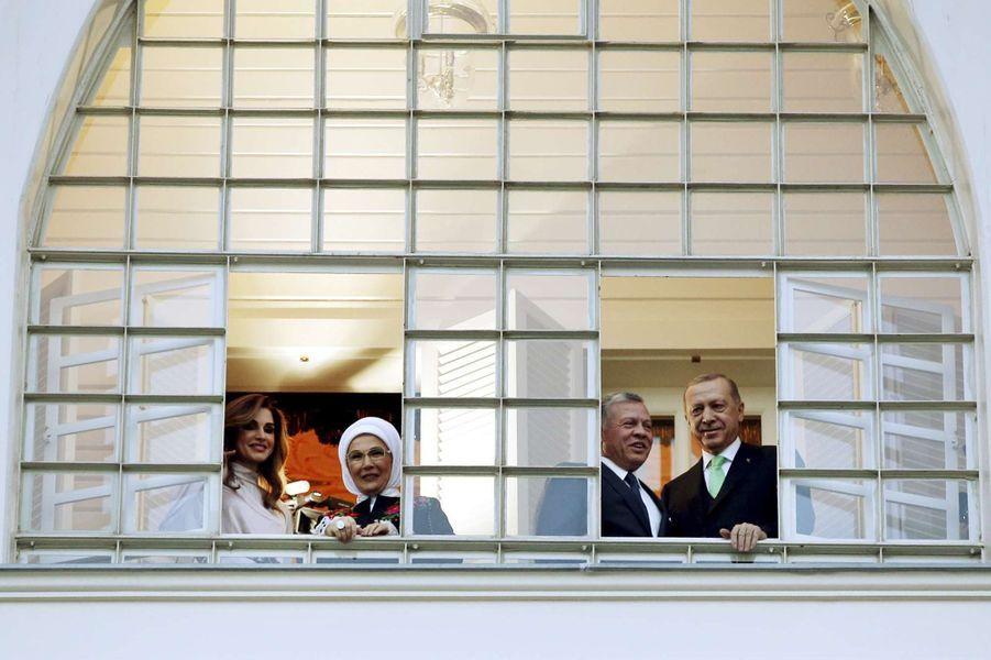 La reine Rania et le roi Abdallah II de Jordanie avec le couple présidentiel turc à Istanbul, le 2 février 2019