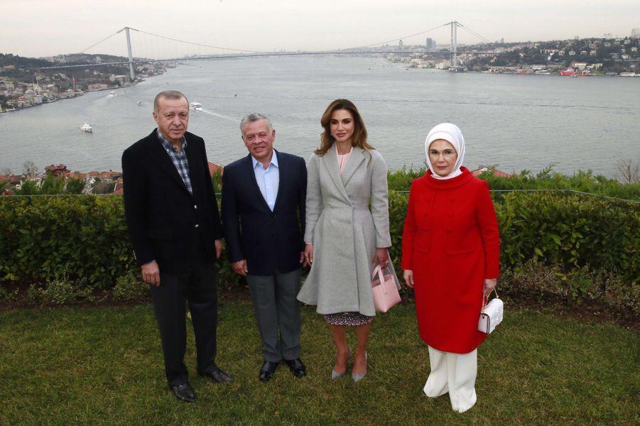 La reine Rania et le roi Abdallah II de Jordanie avec le couple présidentiel turc à Istanbul, le 3 février 2019