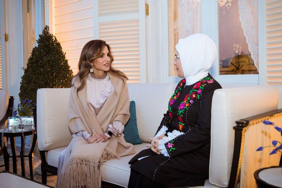 La reine Rania de Jordanie avec la Première dame de Turquie à Istanbul, le 2 février 2019