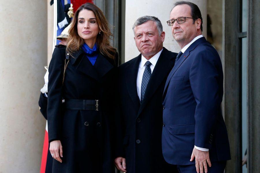 La reine Rania et le roi Abdallah II de Jordanie avec François Hollande à Paris, le 11 janvier 2015