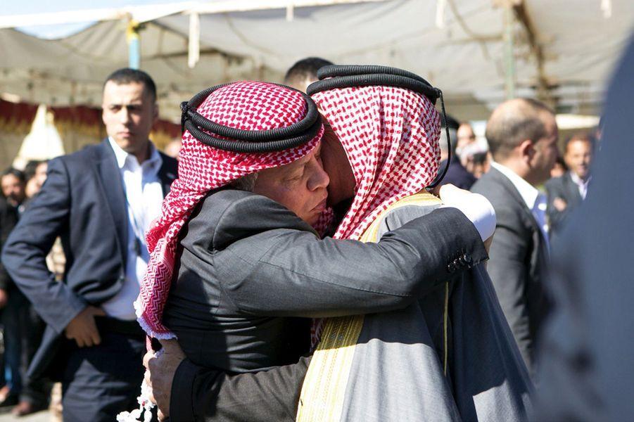 10 Le Roi Abdallah De Jordanie Avec Safi, Le Père Du Pilote Tué Par Daech