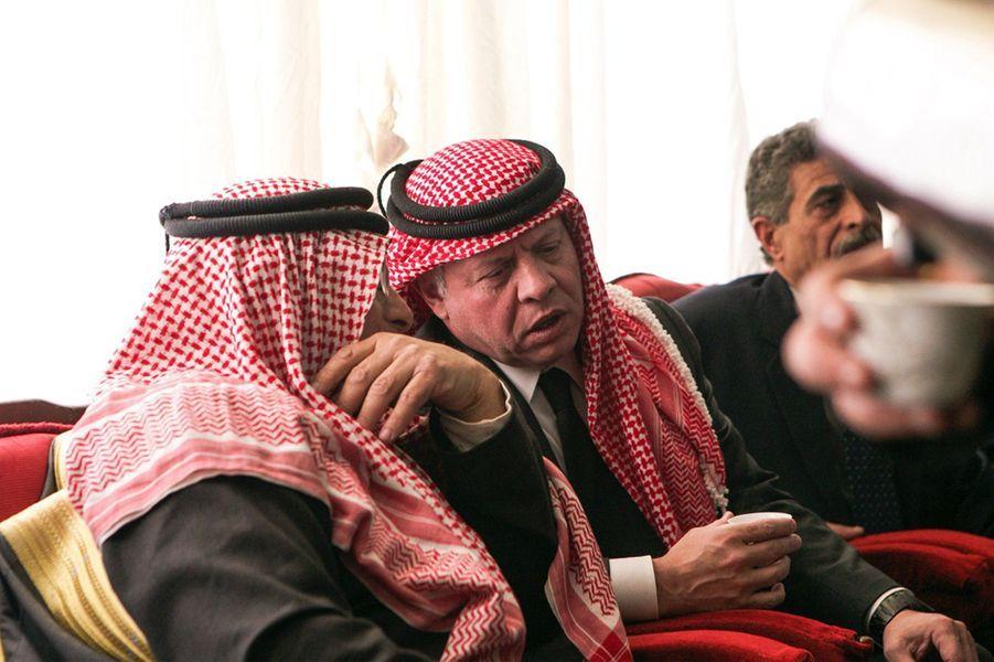 13 Le Roi Abdallah De Jordanie Avec Safi, Le Père Du Pilote Tué Par Daech