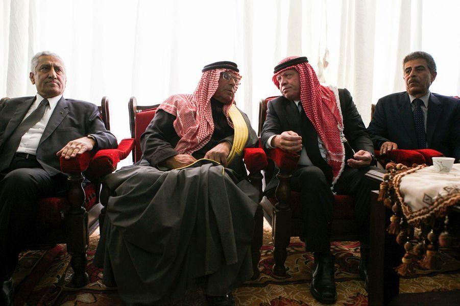 14 Le Roi Abdallah De Jordanie Avec Safi, Le Père Du Pilote Tué Par Daech