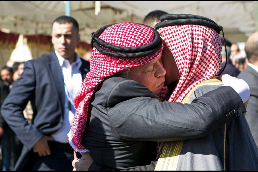 15 Le Roi Abdallah De Jordanie Avec Safi, Le Père Du Pilote Tué Par Daech