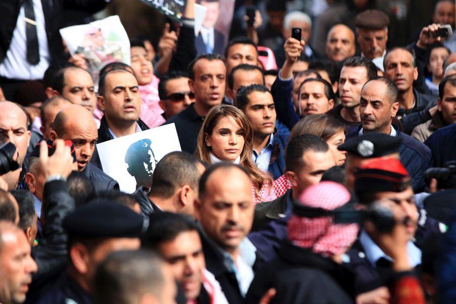 2 La Reine Rania De Jordanie Défile En Mémoire Du Pilote Maaz Al Kassasbeh, Brulé Vif Par Daech