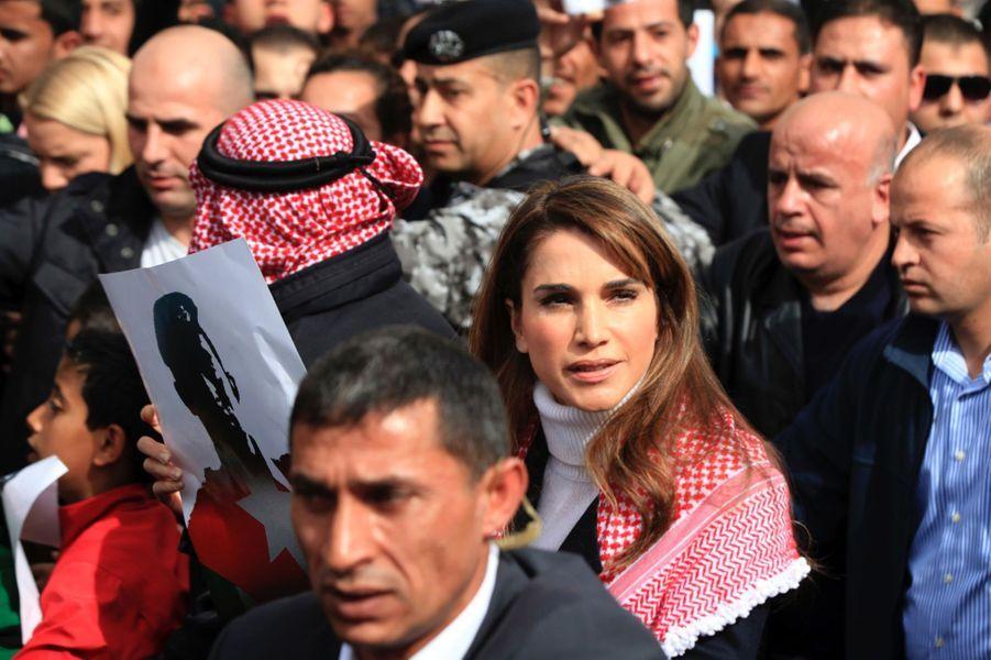 3 La Reine Rania De Jordanie Défile En Mémoire Du Pilote Maaz Al Kassasbeh, Brulé Vif Par Daech