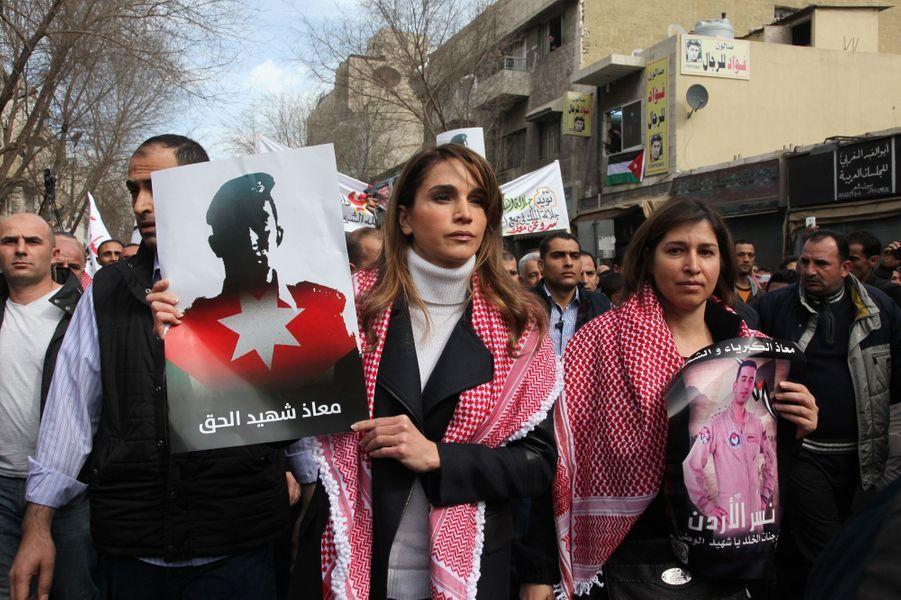 8 La Reine Rania De Jordanie Défile En Mémoire Du Pilote Maaz Al Kassasbeh, Brulé Vif Par Daech