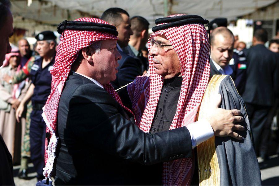 9 Le Roi Abdallah De Jordanie Avec Safi, Le Père Du Pilote Tué Par Daech