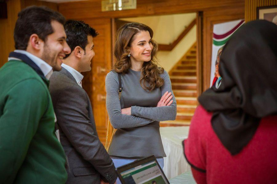 La reine Rania de Jordanie au Forum Jordan Volunteers à Amman, le 10 février 2016