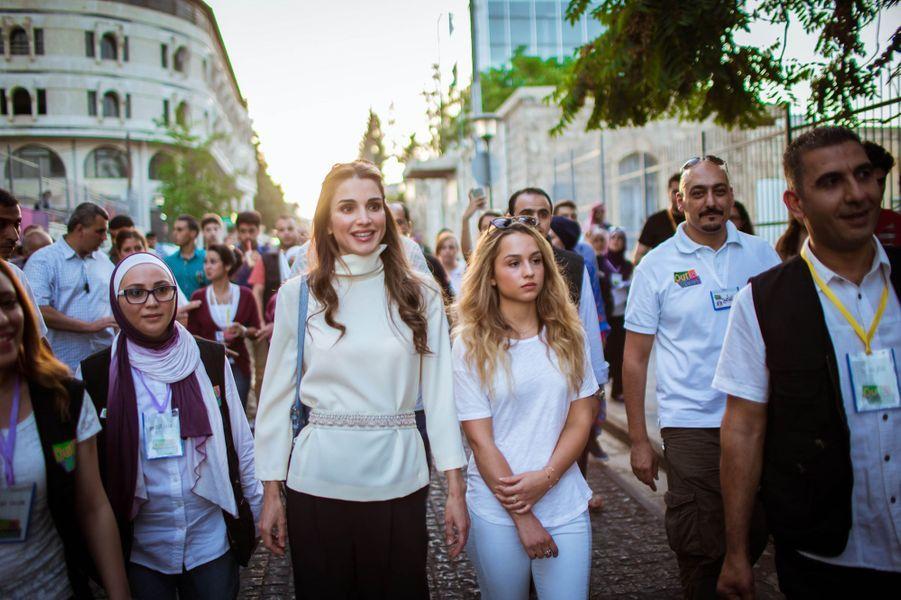 La reine Rania de Jordanie et la princesse Iman à Amman, le 16 août 2015
