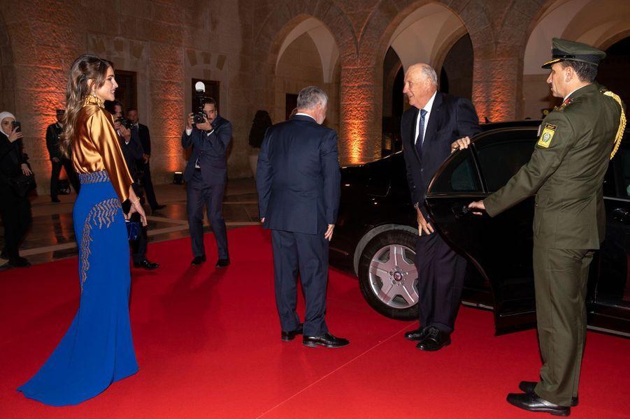 La reine Rania et le roi Abdallah II de Jordanie avec le roi Harald V de Norvège à Amman, le 2 mars 2020