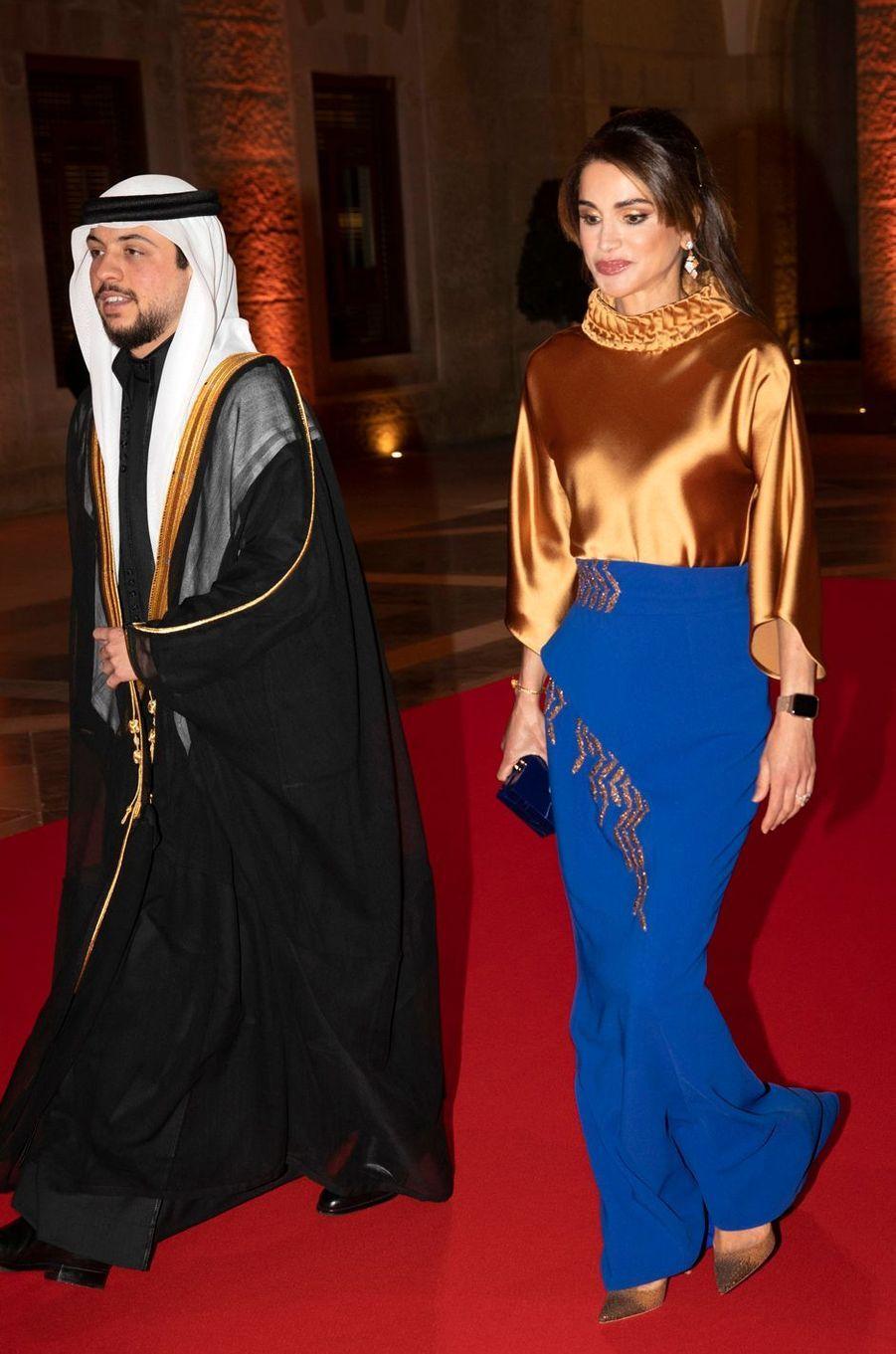 La reine Rania de Jordanie et son fils aîné le prince héritier Hussein à Amman, le 2 mars 2020
