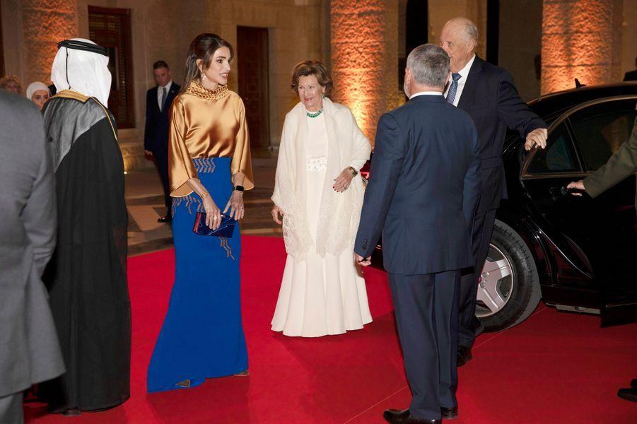 La reine Rania et le roi Abdallah II de Jordanie avec la reine Sonja et le roi Harald V de Norvège à Amman, le 2 mars 2020