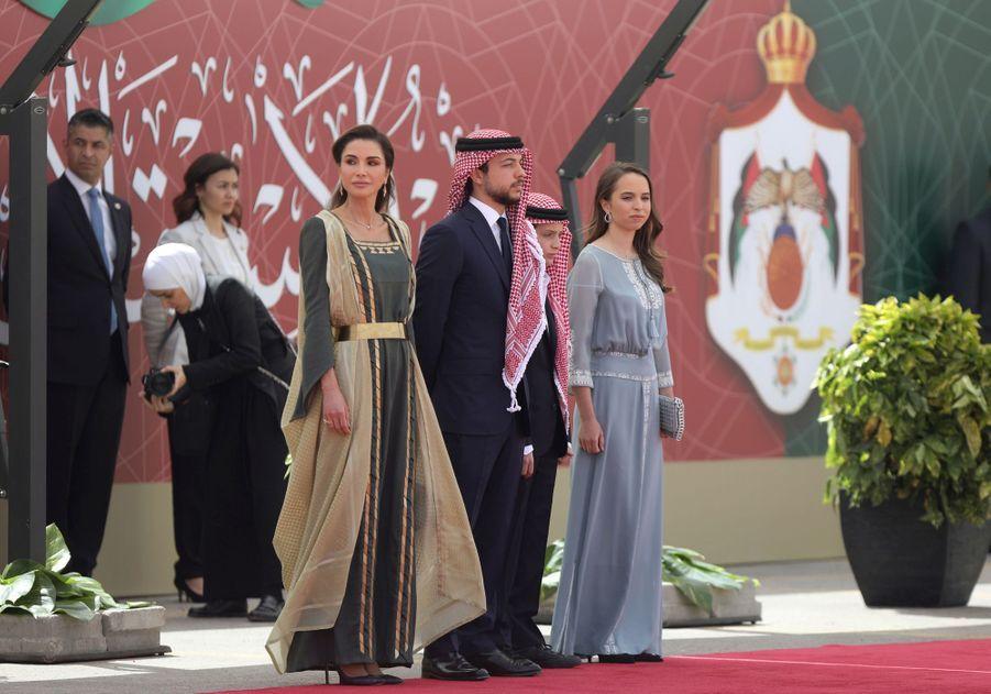 La reine Rania de Jordanie avec trois de ses quatre enfants à Amman, le 25 mai 2019