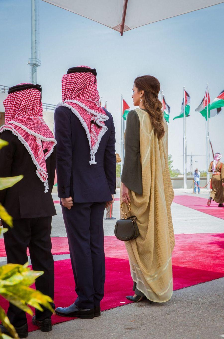 La reine Rania de Jordanie avec ses fils à Amman, le 25 mai 2019