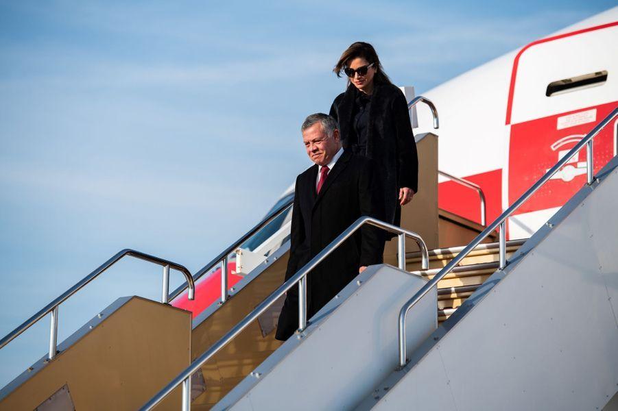 La reine Rania et le roi Abdallah II de Jordanie arrivent à Tokyo, le 25 novembre 2018