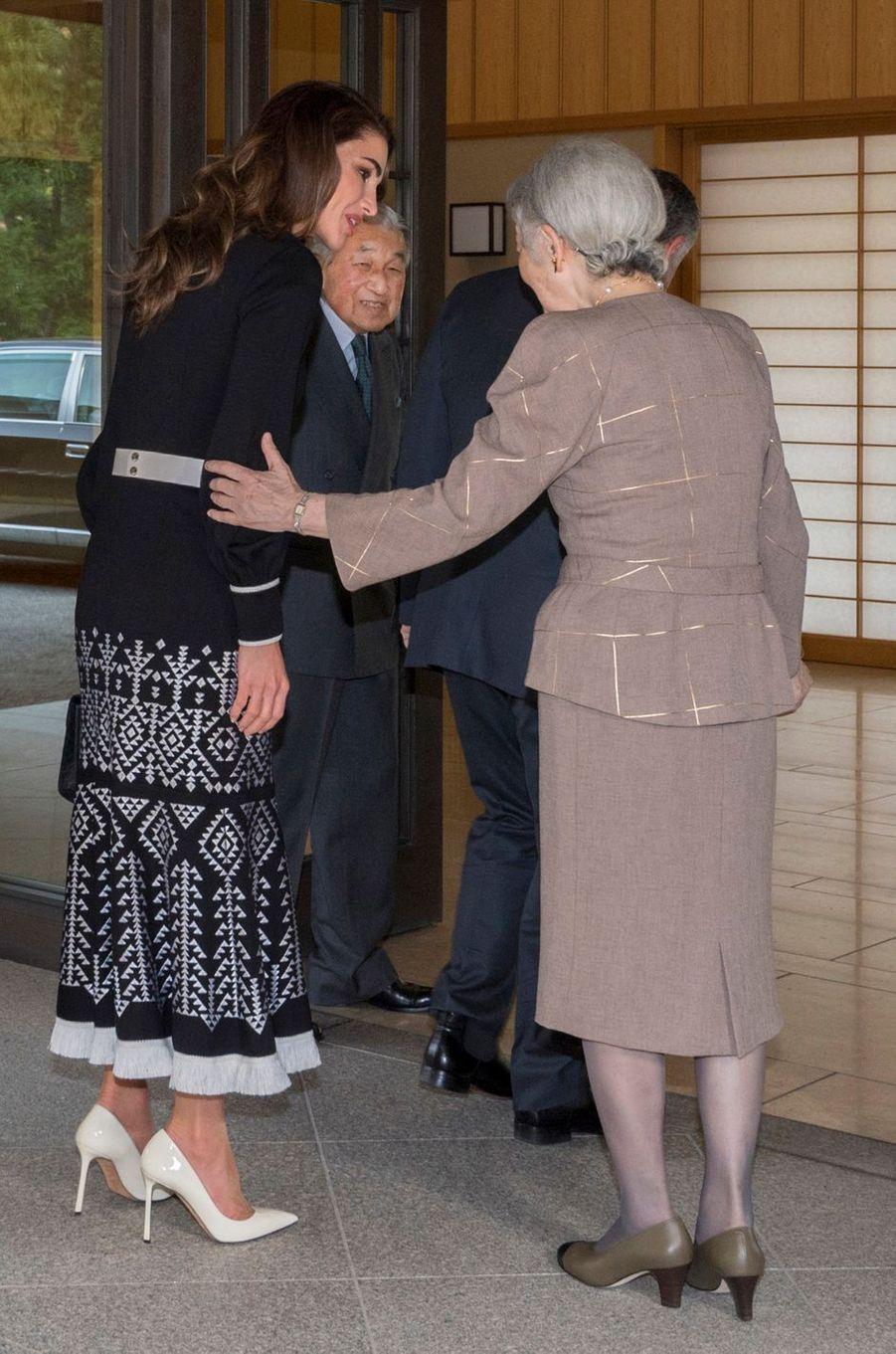 La reine Rania de Jordanie avec l'empereur Akihito et l'impératrice Michiko du Japon à Tokyo, le 26 novembre 2018