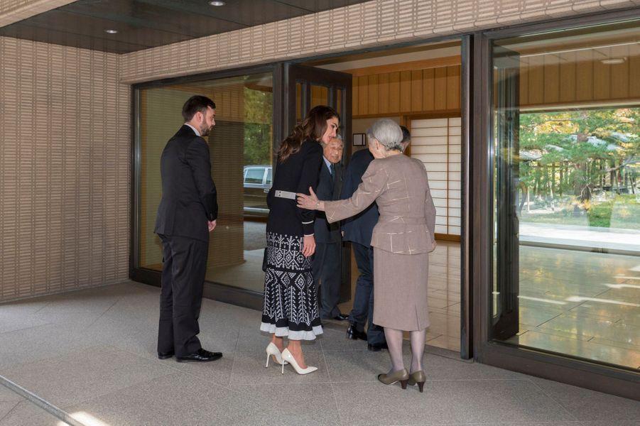 La reine Rania, le roi Abdallah II de Jordanie et son neveu avec l'empereur Akihito et l'impératrice Michiko du Japon à Tokyo, le 26 novembre 2018