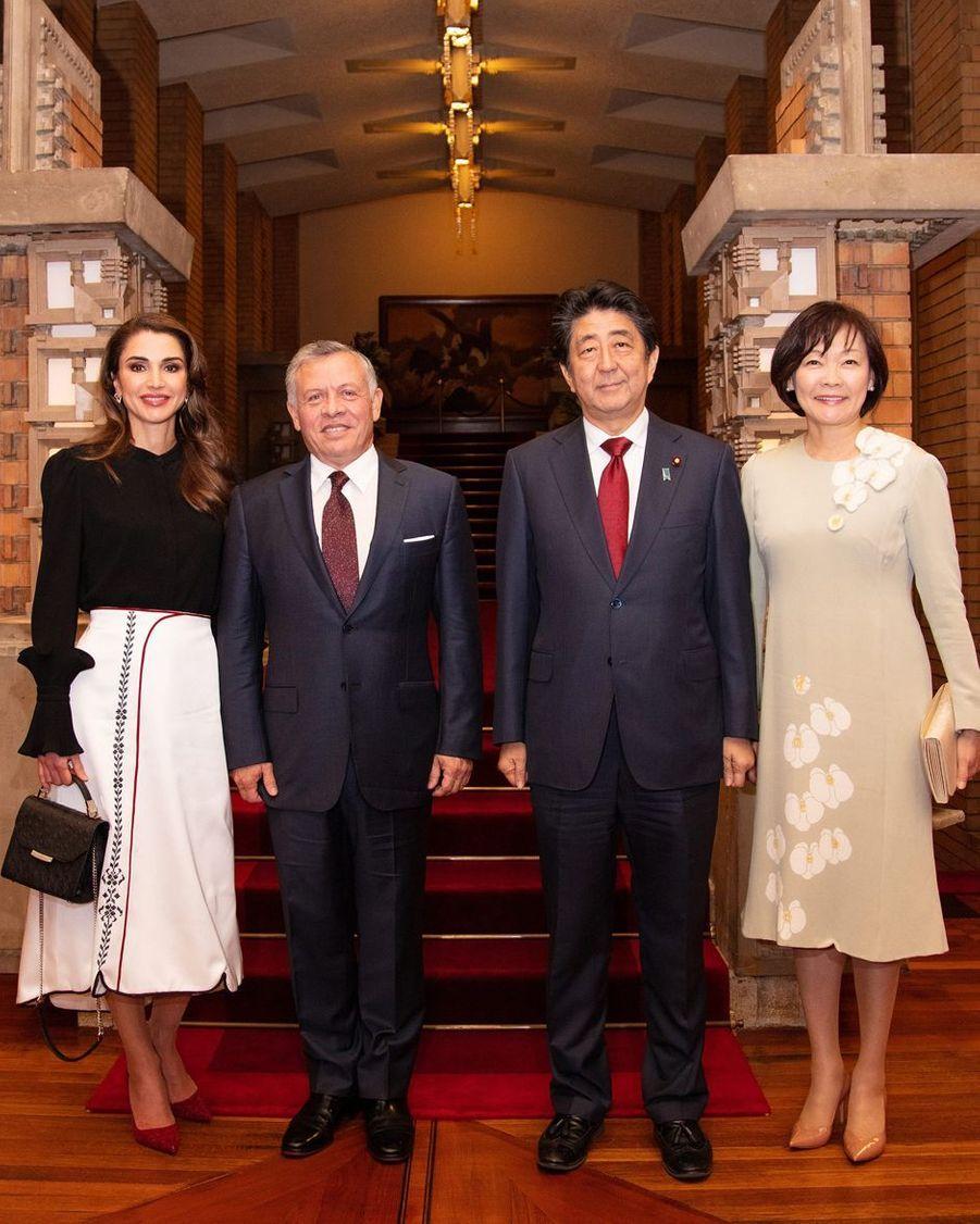 La reine Rania et le roi Abdallah II de Jordanie avec Shinzo Abe et sa femme à Tokyo, le 27 novembre 2018