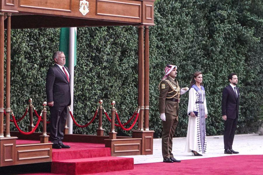 La reine Rania de Jordanie avec le roi Abdallah II et le prince héritier Hussein à Amman, le 25 mai 2020