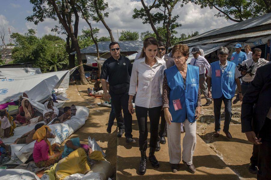 La reine Rania de Jordanie visite le camp de réfugiés de Kutupalong au Bangladesh, le 23 octobre 2017