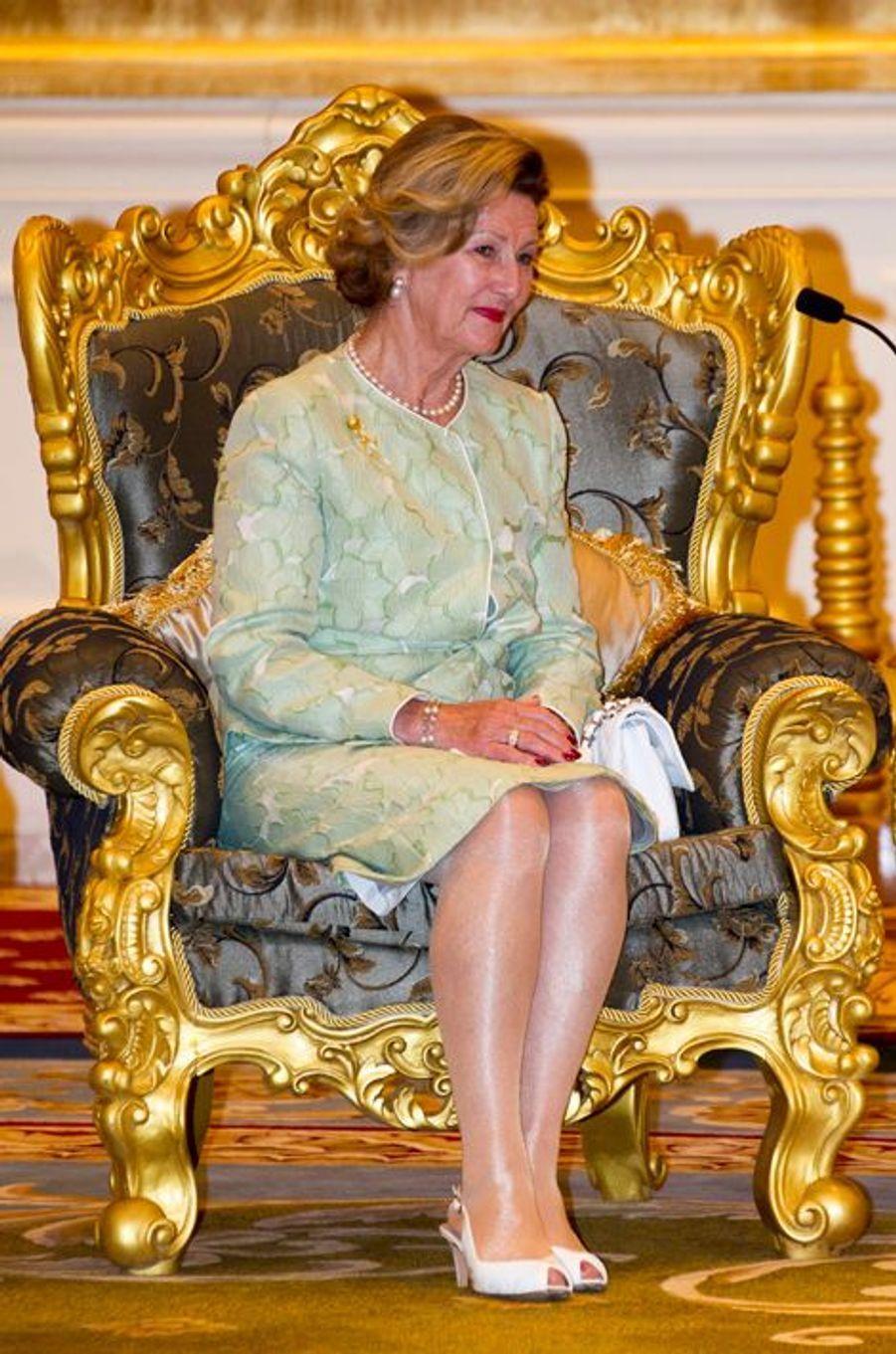 La reine Sonja de Norvège au palais présidentiel à Nay Pyi Taw, le 1er décembre 2014
