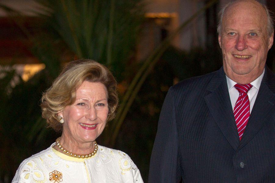 La reine Sonja et le roi Harald V de Norvège à Nay Pyi Taw, le 1er décembre 2014