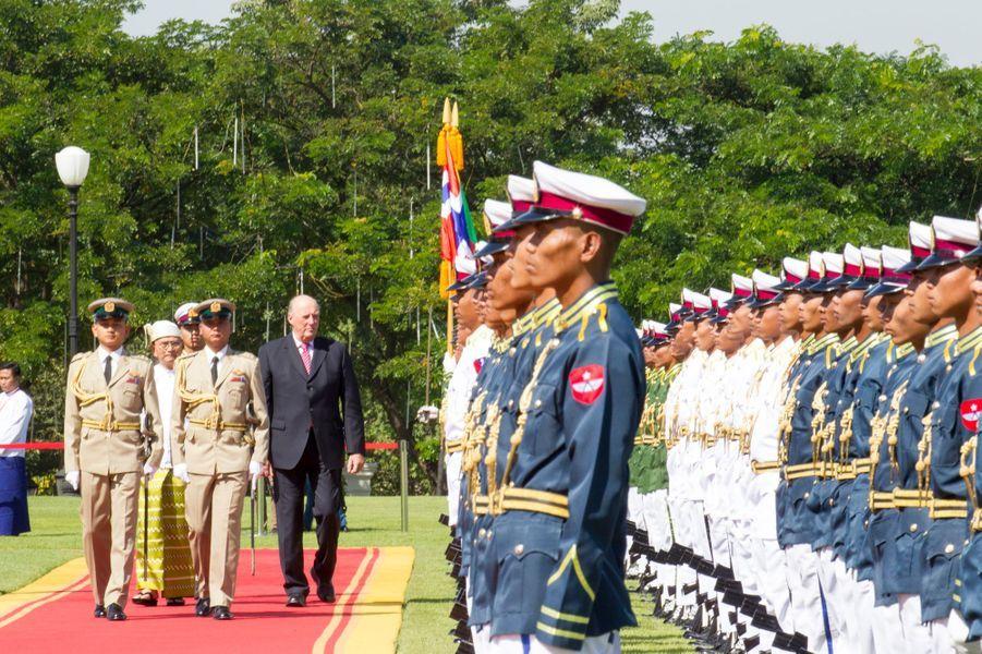 Le roi Harald V de Norvège avec le président Thein Sein à Nay Pyi Taw, le 1er décembre 2014